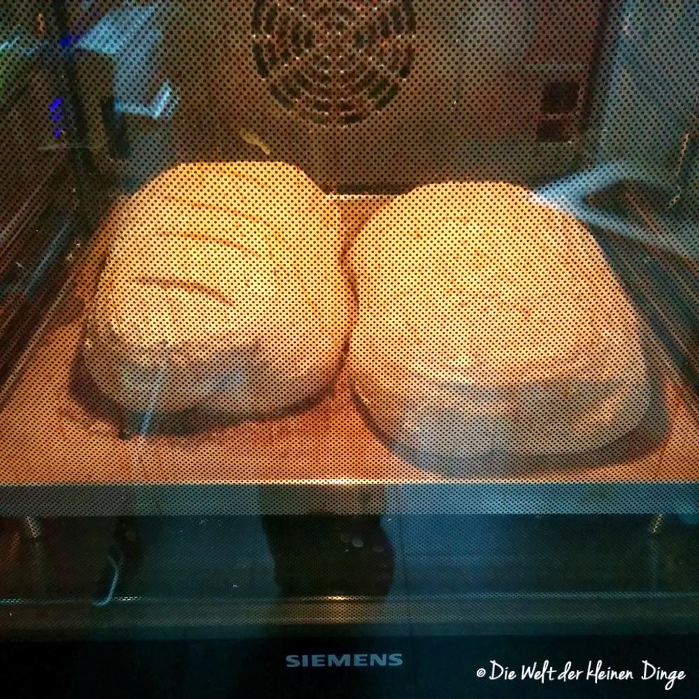 Die Welt der kleinen Dinge: Apfelbrot im Ofen