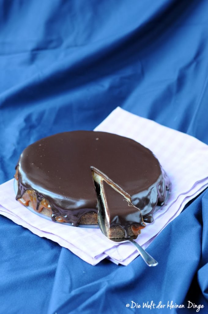 Die Welt der kleinen Dinge: Double Cheesecake mit Karamell- und Schokoguss