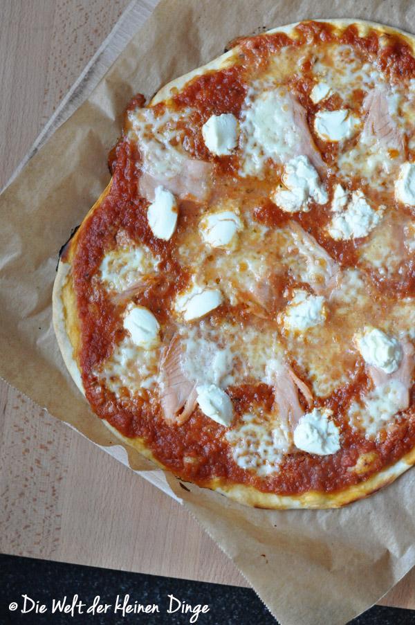Pizza, Räucherlachs, Lachs, Mozzarella, Pizza mit Räucherlachs und Frischkäse
