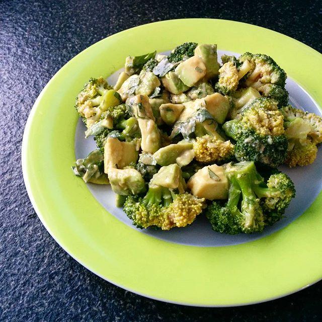 Brokkoli-Avokado-Salat, Brokkoli, avokado, vegan, vegetarisch
