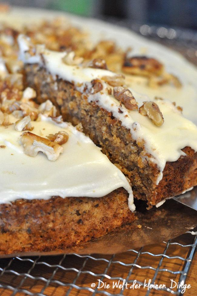 Die Welt der kleinen Dinge: Kürbis-Apfel-Kuchen mit Haferflocken und Frischkäse-Zuckerguss