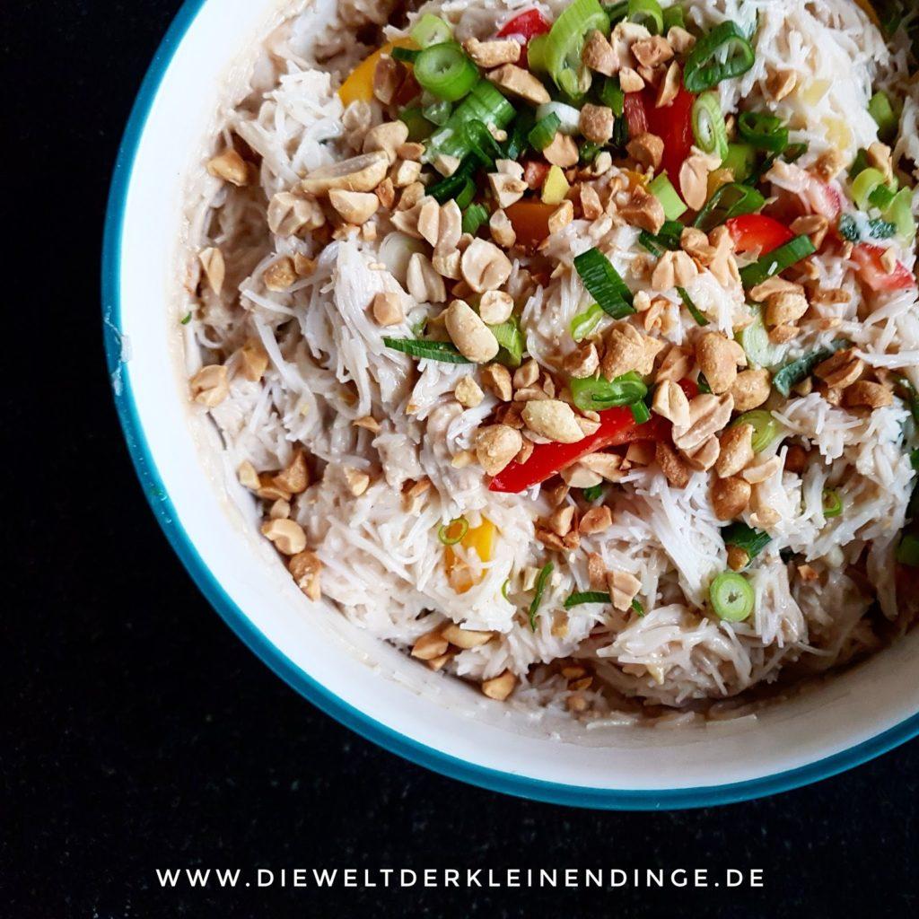 Reisnudeln mit Erdnusssoße